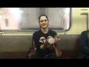 Мастер стеклянных шаров в московском метро