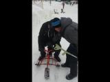 Мальчик с костылем на снегоходе детском