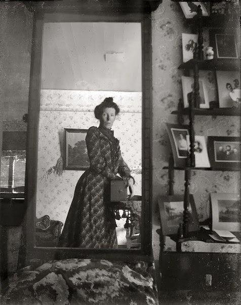 Первоначальный автопортрет в зеркале.