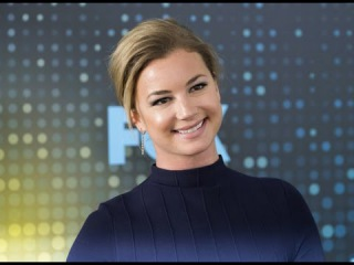 Emily VanCamp dishes on her engagement to Josh Bowman