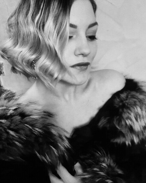 Eva Otis  