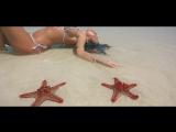 Anna Lesko- Sola En La Playa