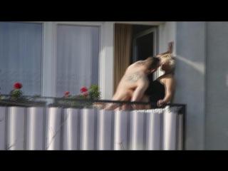 Мужик трахает женщину на балконе. Порно ролик 18+ Секс Эротика Порнуха Ебля Сиськи Мастурбация Ебет Насилует Дрочит