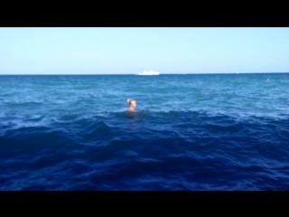 Ливадия, пляж. Большие волны и прозрачная вода. 19.08.17