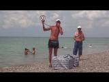 Вован продает пирожки на пляже