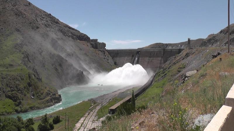 Киргизия, плотина Кировского водохранилища реки Талас