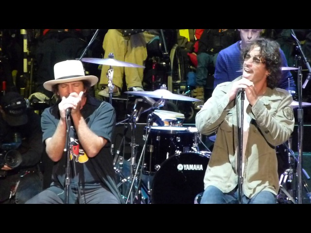 Chris Cornell Eddie Vedder Stage Temple Of The Dog Reunion With 'Hunger Strike'. Live Final Perfomance 26.10.2014