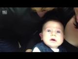 2-месячный малыш впервые слышит голос мамы