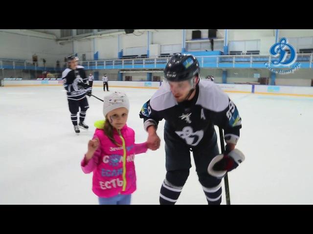 Болельщица Таня вышла на лед вместе с любимым игроком