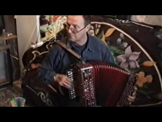 Играет гармонист-виртуоз Николай Вавилов