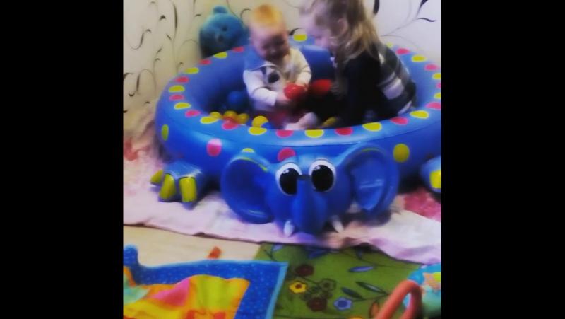 Арине 9 месяцев