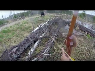 Канадец переигравший в  Skyrim, решил поохотиться с луком на медведя.