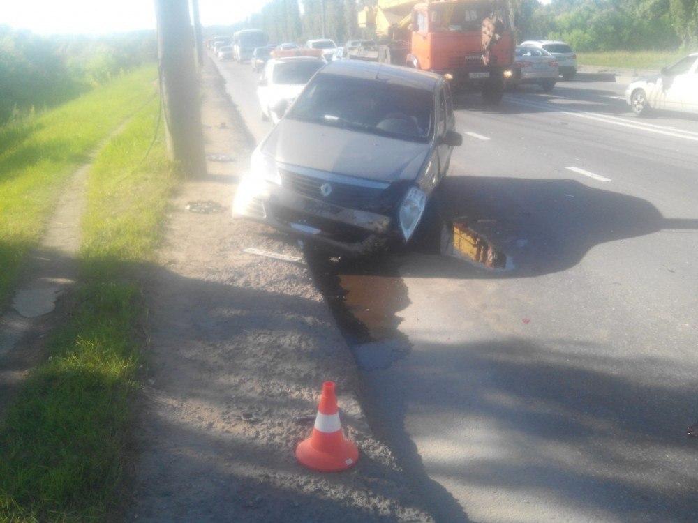 Фото аварии в Липецке: мотоциклист устроил тройное ДТП