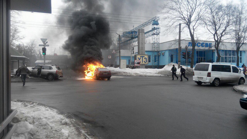 В Харькове во время движения загорелся автомобиль (ФОТО)