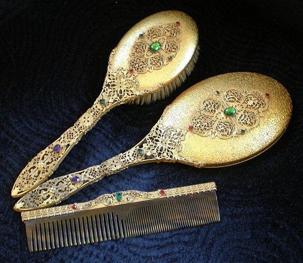 Расчёски, щётки и ручные зеркала начала ХХ века