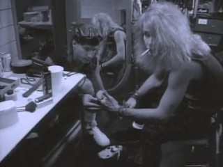 Poison - Every Rose Has It's Thorn (Official Video)