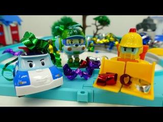 ✨Los Robocars limpian la ciudad después de la fiesta🚒 🚓🚑Coches de juguete.Vídeos de juguetes