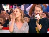 Наталья Ионова (Глюкоза) в платье OMUT на красной дорожке премии МузТВ 2017)
