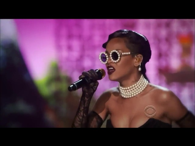 Rihanna - Diamonds (Live at the Victorias Secret Fashion Show) HD