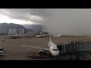 Une vidéo impressionnante d'un orage qui a balayé l'aéroport de Hong Kong