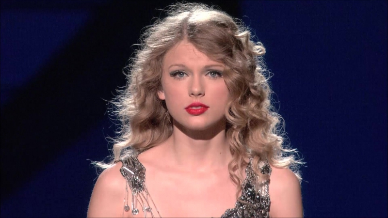 Taylor Swift - Teardrops On My Guitar (Live on Fearless Tour 2010)