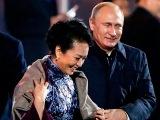 В.Путин подал плед первой Леди Китая. 10/11/2014