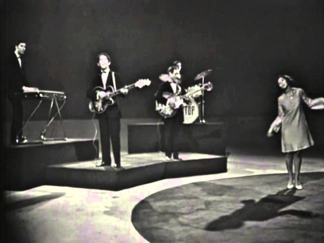 Cristina y Los Stop, 1967, Tres Cosas Hay En La Vida Salud, Dinero y Amor
