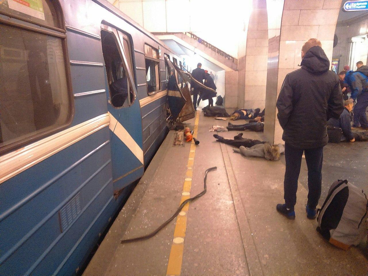 Троих пассажиров петербургского метро впроцессе теракта выбросило втоннель