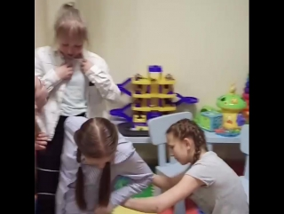 Игра-весёлая путаница😜 Детский клуб Каляка Маляка!🎉🎈🎶🍬✌p.s. никто не пострадал,выиграла команда девочек💪