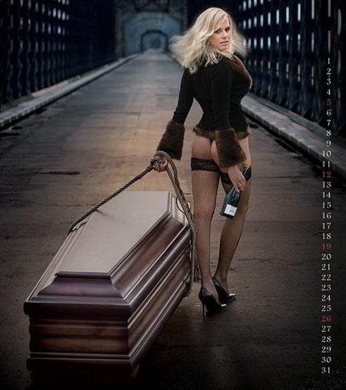 AfFTULhGPS4 - Эротическая реклама... гробов (10 фото)