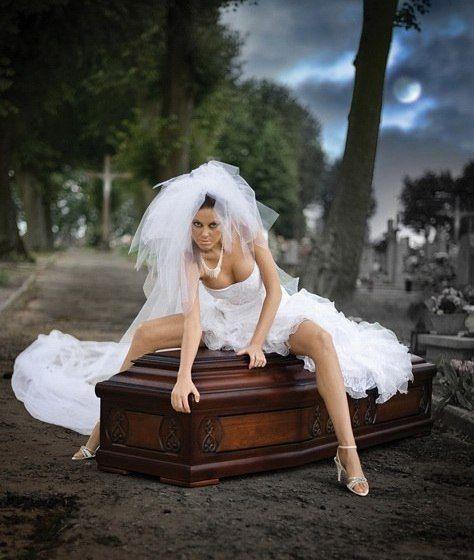 NpgumO7qM 8 - Эротическая реклама... гробов (10 фото)