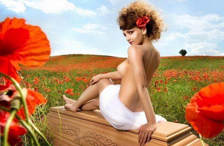 51SDN MjoFQ - Эротическая реклама... гробов (10 фото)