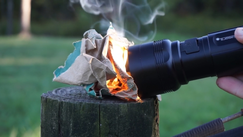 Найменший у світі ліхтарик-запальничка