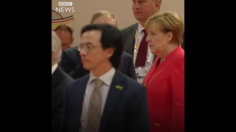 Angela Merkel rolls her eyes at Vladimir Putin