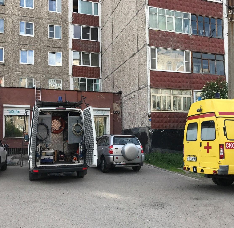 Фото: в Мурманске 48-летний мужчина погиб после падения из окна седьмого этажа