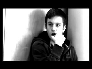 Молодой симпатичный парень соблазняет одноклассника в конце прикол