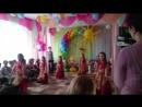 Индийский танец на выпускном, Алисочка танцует и девочками.