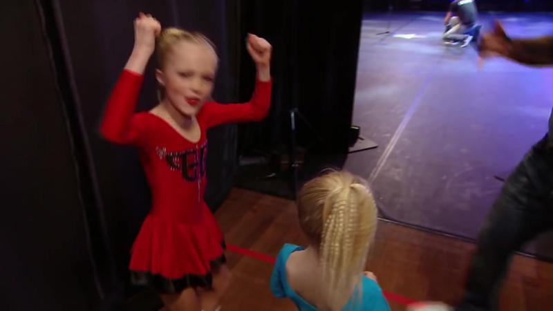 Dansende Mieke houdt de jury voor de gek - HOLLANDS GOT TALENT