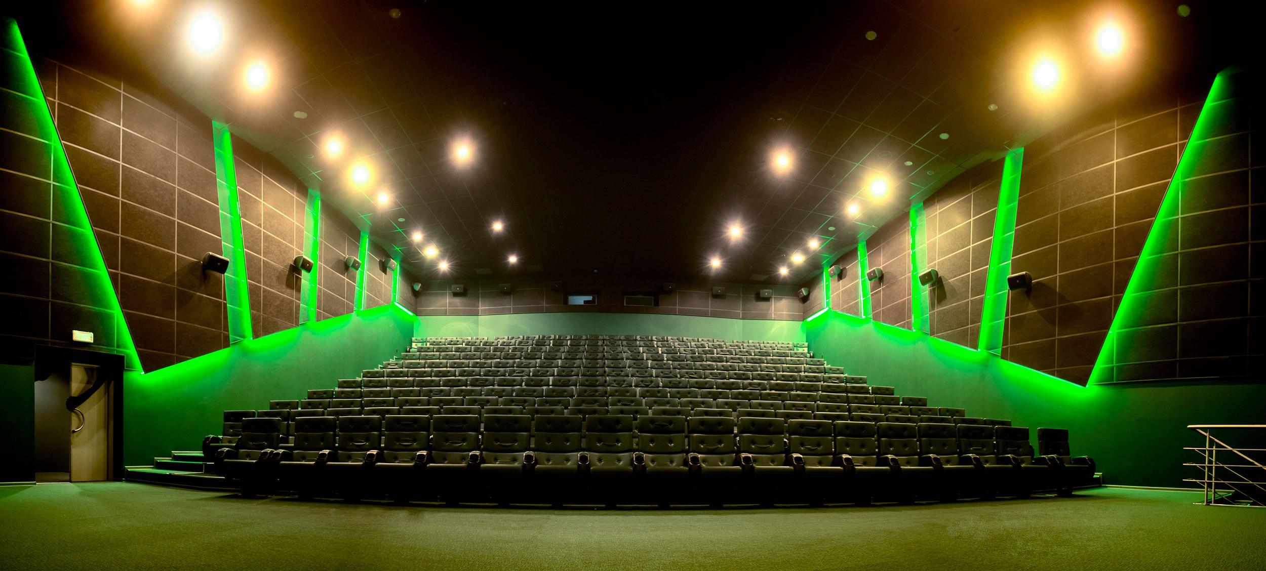 Киномакс Пражская. Самые большие кинотеатры в России