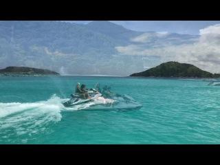 Марина Афикантова, Катя Жужа и маленькая Николь гоняют на гидроцикле по волнам океана