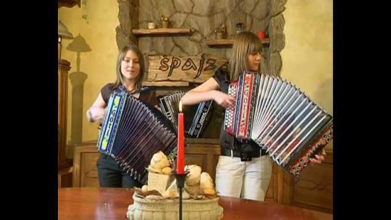 Katja in Laura z GOTI harmoniko