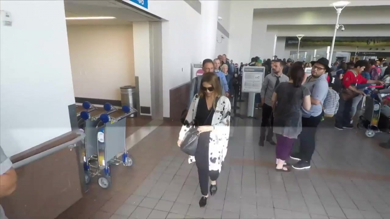 HD: Джессика в аэропорту LAX (30 августа 2017)