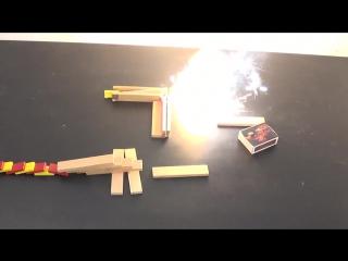 Огонь делает эффект домино гораздо более интересным для просмотра