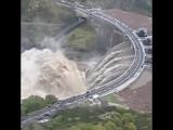 Экстренный сброс воды на ГЭС