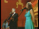 Очаровательная красавица Екатерина Гусева с удовольствием поёт припев!