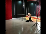 крутки на статичном пилоне pole dance студия Дайкири