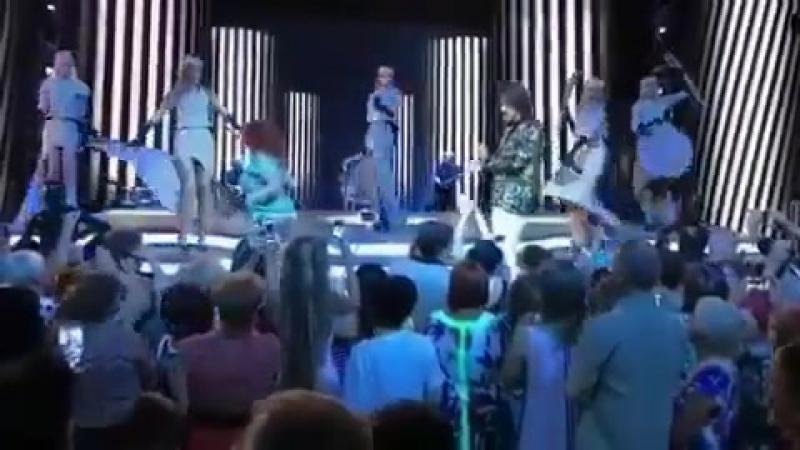 На концерте Филиппа Киркорова в Анапе фанатка устроила эротическое шоу