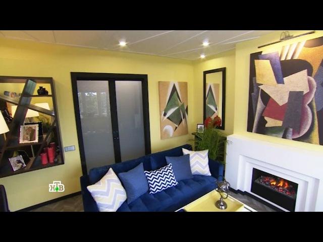 Яркая гостиная с камином и причудливыми орнаментами для необычной семьи
