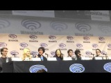 Eliza Taylor  talks about Clarke and Lexa's kiss and Alycia at #WonderCon