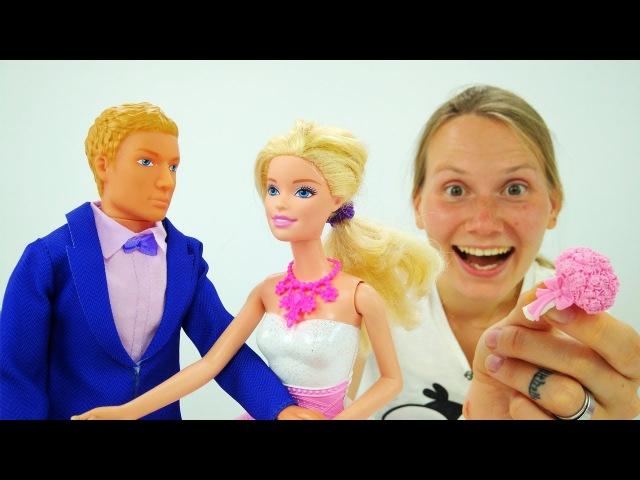 Видео для девочек. СВАДЬБА Барби: 👰💝🤵 Барби ВЫХОДИТ ЗАМУЖ за Кена. Кто поймае ...